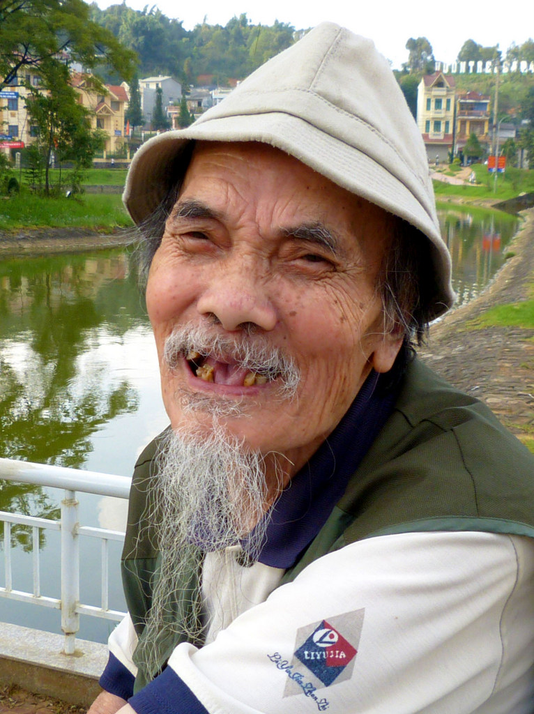 Admirable Happy Old Man With Long White Beard Pearce On Earth Short Hairstyles Gunalazisus