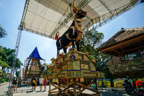 ubud-ceremony-parade